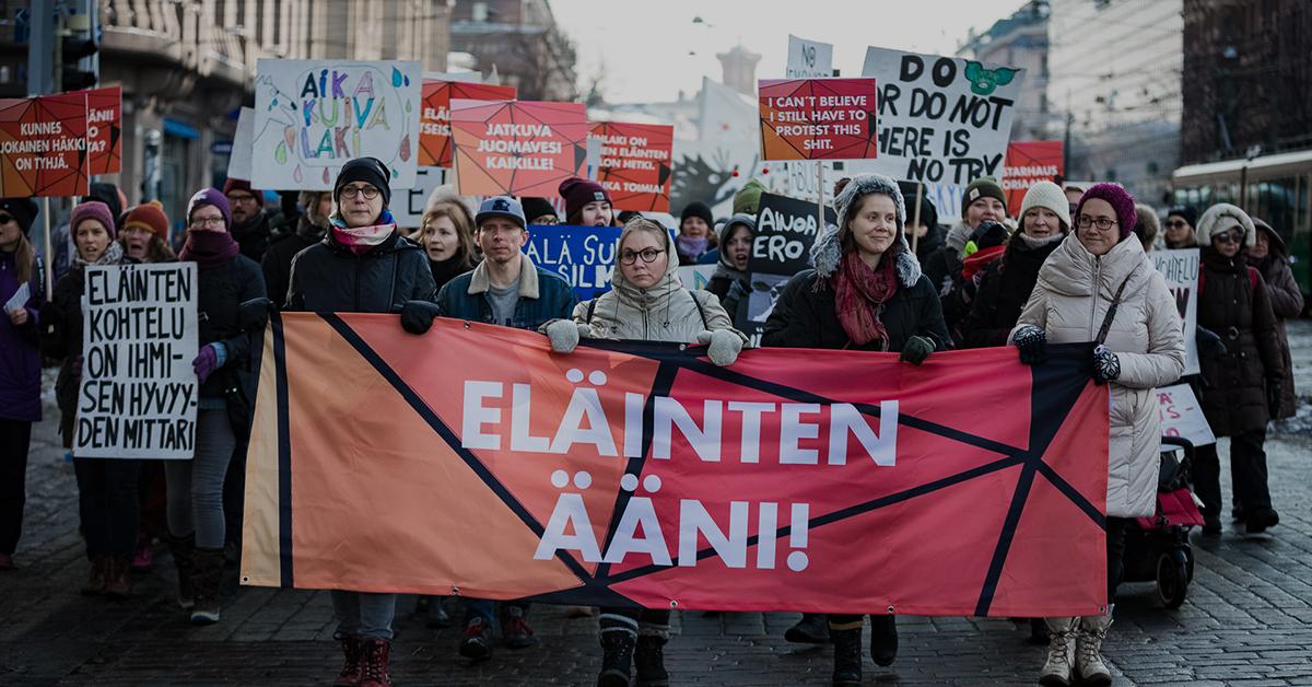Eläinten ääni -mielenosoituksen kulkue.