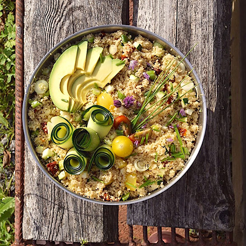 Couscous-salaatti sopii isompaan nälkään.